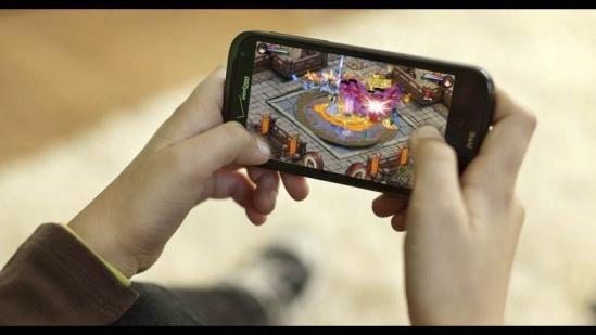 Chơi game trên thiết bị di động